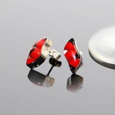 Prachtige oorstekers met Huayruro zaden.  prijs € 14,95 Gratis verzending in Nederland  http://www.dczilverjuwelier.nl/zilveren_oorbellen/zilveren-oorstekers-huayruro-I