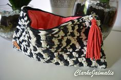 100% HANDMADE Crochet clutch bag  - We can customize to your preference colours. - 30 cm x 15 cm - With zipper and accesorie - Lined inside  If you