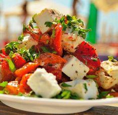 Salata de ardei copti cu branza de capra   Jurnal de reţete Burger Recipes, Vegetarian Recipes, Cooking Recipes, Healthy Recipes, Healthy Food, Good Food, Yummy Food, Romanian Food, Balanced Meals