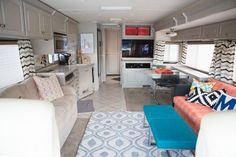 RV Hacks, Makeover, Remodel for Camping Decorating On a Budget. We have RV Makeover and Remodel Decorating That Will Make You A Happy Camper, so check it our our many nice example photos and tutori… Happy Campers, Cool Campers, Rv Campers, Mobile Home Living, Rv Living, Home And Living, Tiny Living, Camper Interior, Diy Camper