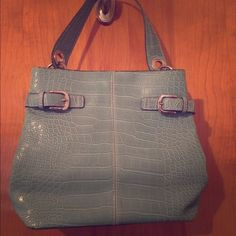 Tommy Hilfiger Purse  No PayPal   No Mercari  ‼️ Price Firm ✅ Selective Trade (Trade value $45) Light blue and medium sized. Had it for a while  and used it for a short time. A very cute and practical purse that's a comfortable. Big enough still to carry what you need without the bulk. Happy Poshing! Tommy Hilfiger Bags