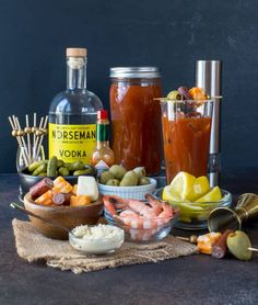 No brunch is complete without a Bloody Mary! This easy recipe for the Best Bloody Mary will have your friends begging for the recipe! Brunch Bar, Champagne Brunch, Brunch Buffet, Sunday Brunch, Best Bloody Mary Recipe, Bloody Mary Recipes, Bloody Mary Bar, Healthy Brunch, Birthday Brunch