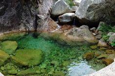 10 sites naturels où se baigner sans quitter la France ! Piscine naturelle dans le massif Bavella, Corse