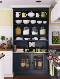 The kitchen is the heart of most homes. So make sure you& getting the most out of it by adopting some of these ideas. We have no fewer than 29 insanely clever kitchen ideas to get you cooking. Kitchen Redo, New Kitchen, Kitchen Interior, Kitchen Storage, Kitchen Remodel, Kitchen Dining, Kitchen Hutch, Kitchen Pantry, Dining Room