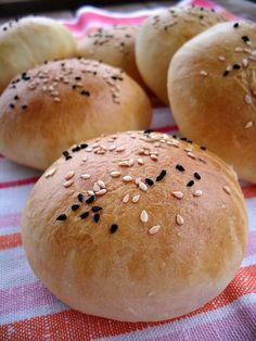 Gaga u kujni: Burger zemičke Pesto Recipe, Hamburger, Cooking Recipes, Bread, Pains, Food, Chef Recipes, Brot, Essen