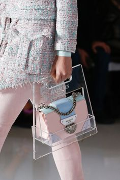 Balmain Spring 2019 Ready-to-Wear Fashion Show Details: See detail photos for Ba Preppy Outfits Balmain Detail Details fashion photos ReadytoWear show spring New Handbags, Luxury Handbags, Fashion Handbags, Fashion Bags, Fashion Show, Fashion Accessories, Fashion Outfits, Womens Fashion, Fashion Trends