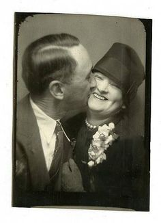 Vintage Love in a Photo Booth – Kisses That Make You Melt