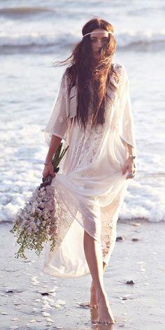 Bohemian Magic: Be a Boho-Chic Bride! Beach Wedding Tips Boho Hippie, Hippie Style, Boho Gypsy, Gypsy Soul, Boho Chic Wedding Dress, Wedding Dress Styles, Hippie Chic Weddings, Hipster Wedding, Wedding Beach