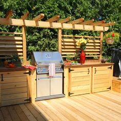Un patio avec cuisine extérieure, un été rempli de soirées entre amis, de repas délicieux et de souvenirs précieux.