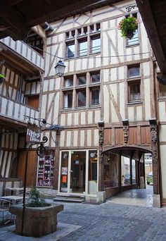 Cour du Mortier d'Or.  Aube, Troyes,  FRANCE.    (by jpazam, via Flickr)