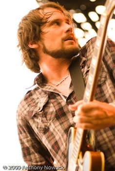 Brian Aubert of Silversun Pickups - why am i so creepily attracted to him?!