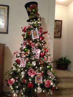 Alice in Wonderland Tree - This is going to be my chirstmas tree theme this year