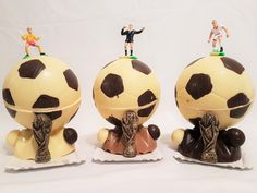 Para Ahijados Fútboleros- Bollo de Pascua- figura de chocolate Gijón Soccer Ball, Godchild, Buns, Christmas Things, Easter, European Football, European Soccer, Soccer, Futbol