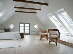 VELUX dakramen creëren een sfeervolle lichte slaapkamer. Doe meer inspiratie op via www.velux.nl #VELUX
