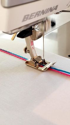 Sewing Machine Basics, Sewing Machine Brands, Sewing Basics, Sewing Hacks, Sewing Tutorials, Techniques Couture, Sewing Techniques, Bead Embroidery Patterns, Sewing Lessons