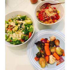 Dinner ❤️ Salad, roasted veggies  & quinoa pasta with homemade sauce  & vegan parmesan ( #Almonds + #NutritionalYeast ). #PlantBased #Vegan #Dinner