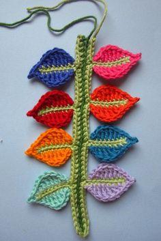 Crochet stem with leaves Crochet Applique Patterns Free, Crochet Bookmark Pattern, Crochet Bookmarks, Amigurumi Patterns, Marque-pages Au Crochet, Freeform Crochet, Crochet Leaves, Crochet Flowers, Motifs Afghans
