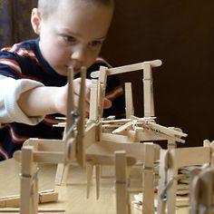 Popsicle sticks + clothes pins = Building experience!  #stem #preschool