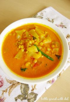 Sorakaya curry is andhra style curry made with bottle gourd, tomatoes & spices. Serve it with rice or chapati. Aloo Methi Recipe, Methi Recipes, Garlic Recipes, Curry Recipes, Recipe For Mom, Recipe Ideas, Lemon Cello Recipe, Bottle Gourd Recipe