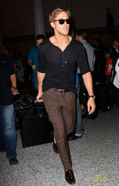 No one goes to the airport like Ryan Gosling goes to the airport.