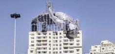 Plus que quelques jours à attendre avant le début des Jeux Olympiques de Rio 2016. Pour l'occasion, le street artiste JR a réalisé deux sublimes oeuvres street art qui rendent hommage aux différents athlètes. L'artiste