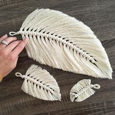 Working on some different sizes- short, tall and grande (I got my mind on my coffee and my coffee on Macrame Art, Macrame Projects, Macrame Knots, Crochet Projects, Yarn Crafts, Diy And Crafts, Art Macramé, Macrame Patterns, Crochet Patterns