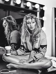 hadidnews: Gigi Hadid for Vogue Netherlands's November issue. Shot by Alique. hadidnews: Gigi Hadid for Vogue Netherlands's November issue. Shot by Alique. Pretty People, Beautiful People, Ideas Para Photoshoot, Fashion Models, Fashion Beauty, Trendy Fashion, Style Fashion, Vogue Models, Ibiza Fashion