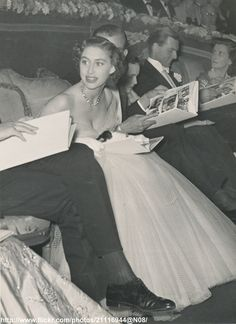 "https://flic.kr/p/fDWmHQ | H.R.H.Princess Margaret at cinema | DATE:September 1952 D:Princess Margaret in low-decolletage gown at film premiere of ""Limelight"" /original photo"