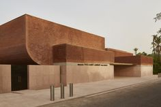 A stunning new Rizzoli book on Studio KO offers a first look at the soon-to-open Yves Saint Laurent Museum in Marrakech, Morocco Museum Architecture, Brick Architecture, Architecture Details, Interior Architecture, French Architecture, Concept Architecture, Futuristic Architecture, Yves Saint Laurent, Saint Yves
