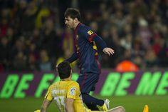 #Messi deja sentado a Andrés Fernández durante el partido de liga contra Osasuna.