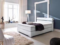 Das Boxspringbett im hellen Weiß inkl Topper. Mit diesem Bett werden Träume wahr. Schlafen wie im 5 Sterne Luxushotel, das können Sie sich jetzt auch ins eigene Schlafzimmer holen. Durch die extrem anpassungsfähige Bonell-Tonnentaschenfederkern-matratze liegen Sie wie auf Wolken und wollen am liebsten gar nicht mehr aufstehen. Sie liegen auf diesem Bett sehr bequem und dennoch wird Ihre Wirbelsäule optimal unterstützt. #Boxspring #Boxspringebett #Bett #Weiß