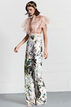 Fashion trends 2018 - Dennis Basso Resort 2018 Fashion Show. Wide leg pants l. Fashion Trends 2018, Fashion 2018, Look Fashion, Runway Fashion, Spring Fashion, High Fashion, Womens Fashion, Fashion Tips, Fashion Ideas