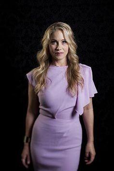 Christina Applegate Hot, Married With Children, Emma Thompson, Beautiful Goddess, Celebrity Portraits, Batman Robin, Hot Actresses, Actress Photos, Pin Up