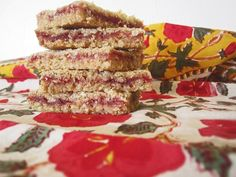 Strawberry Oatmeal Bars | Healthy Eats – Food Network Healthy Living Blog. Actual recipe is located here: http://www.foodnetwork.com/recipes/ree-drummond/strawberry-oatmeal-bars-recipe/index.html
