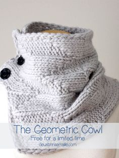Knitting Pattern: Geometric Cowl - Get it soon for FREE for a limited time - http://www.deuxbrinsdemaille.com/blog/2015/06/20/soon-free-knitting-pattern-geometric-cowl/
