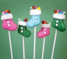 13 Cake Pops to Bring to This Year's Holiday Parties Gear up for the holidays. 13 Cake Pops to Bring to This Year's Holiday Parties Gear up for the holidays with stocking cake Holiday Cakes, Christmas Desserts, Christmas Treats, Holiday Parties, Christmas Goodies, Holiday Treats, Christmas Recipes, Party Treats, Christmas Baking