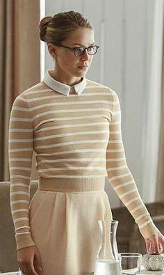 Kara Danvers outfit season 2 episode 1