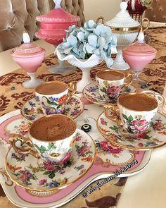 Coffee Love, Coffee Shop, Coffee Cups, Tea Cups, Chocolate Caliente, Turkish Coffee, Aesthetic Vintage, Fine China, Tea Time