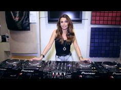▶ Juicy M showing how to mix without headphones on vinyl, DVS and CDJs - YouTube