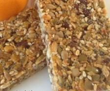 Recipe Muesli bars - nut free by judithk, learn to make this recipe easily in your kitchen machine and discover other Thermomix recipes in Baking - sweet. Yummy Healthy Snacks, Healthy Treats, Healthy Desserts, Delicious Desserts, Nutritious Snacks, Healthy Kids, Paleo Lunch Box, Lunch Box Recipes, Lunchbox Ideas