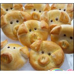 Adorable Piggy Bread recipe. You have to see this!                                                                                                                                                                                 Mehr