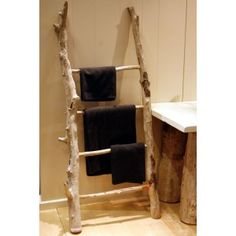 Towel rings aren't always rings. The ladder DIY towel rack hack will provide your bathroom a good transformation. To allow it to be perfect, place a ladder leaning against the wall as a special towel rack. Ladder Towel Racks, Twig Furniture, Ladder Decor, Diy Home Decor, Easy Diy, Branches, Driftwood, Wooden Towel Rail, Projects