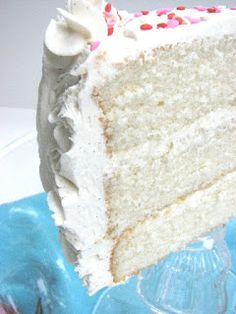 Heidi Bakes: Fluffy Vanilla Cake (from Sweetapolita) with Junior's Decorator's Buttercream..... sounds like a good option!