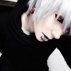 Cazfhey Cute Scene Boys, Cute Emo Guys, Emo Boy Hair, Ken Kaneki Tokyo Ghoul, Androgynous Hair, Peinados Pin Up, Grunge, Goth Aesthetic, Hot Anime Boy