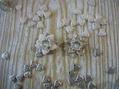 Kwiat lotosu z koralików Triangles [TUTORIAL]   Qrkoko.pl Flowers from Triangle Beads