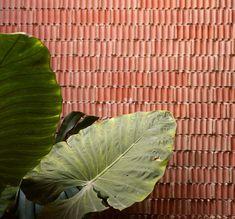 Textured walls at Casa Ricart in Valencia by Gradoli & Sanz Architects _ Architecture Restaurant, Brick Architecture, Architecture Details, Interior Architecture, Interior Design, Casa Patio, Courtyard House, Brick And Stone, Brickwork