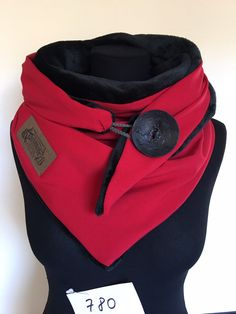 Wrap scarf red black with XXL button and flannel fleece / triangle cloth XXL / delimade Snood Scarf, Fleece Scarf, Hooded Scarf, Scarf Wrap, Diy Clothing, Clothing Patterns, Sewing Scarves, Mode Steampunk, Couture Sewing