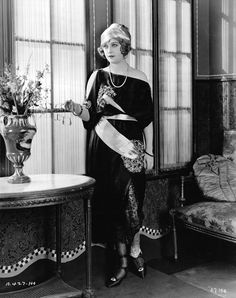 """1922 Marion Davies in """"The Young Diana"""" from A Certain Cinema. Golden Age Of Hollywood, Vintage Hollywood, Classic Hollywood, Hollywood Fashion, Hollywood Actresses, Vintage Glamour, Vintage Beauty, Marion Davies, Vintage Outfits"""