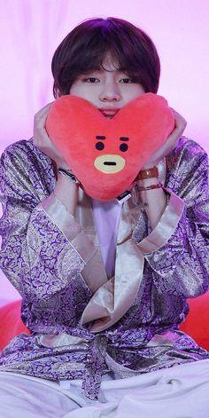 kim taehyung is my l. Bts Taehyung, Bts Jimin, Bts Bangtan Boy, V Bts Cute, V Cute, Foto Bts, Applis Photo, V Bts Wallpaper, Bts Aesthetic Pictures