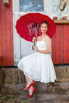 Die Braut sieht rot?! Na klar, schließlich ist Rot die Farbe der Liebe!  © BLV  #Hochzeit #Kreativ http://paulineshouse.com/eine-braut-sieht-rot-hochzeit/